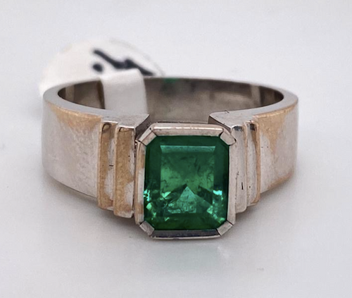 Lady's  Magnificent Emerald Ring