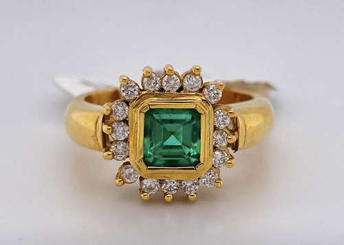 Lady's Incredible Emerald And Diamond Ring