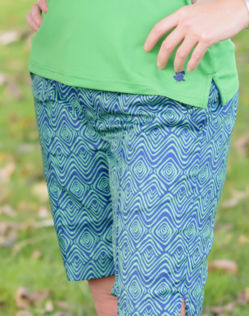 "Birdies & Bows Curvy Caddy 10"" Golf Shorts"