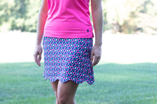 This is a knit pull on skort with 2 front pockets strategically placed to flatter your figure and still give you the comfort to be active. Also 2 rear pockets trimmed with hot pink for your cell phone or golf glove.