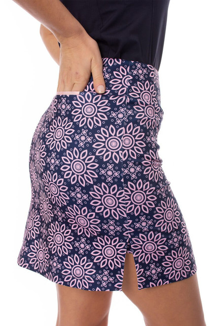 """Golftini Uptown Girl Navy and Light Pink Floral Pull-On Stretch Skort 18"""""""