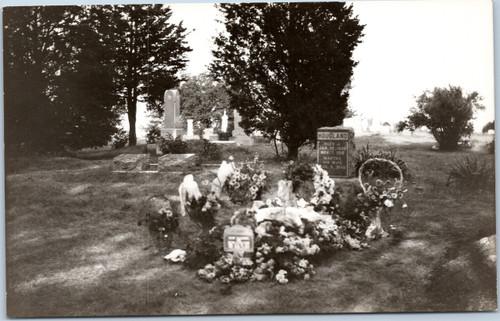 1926-40s gravesite
