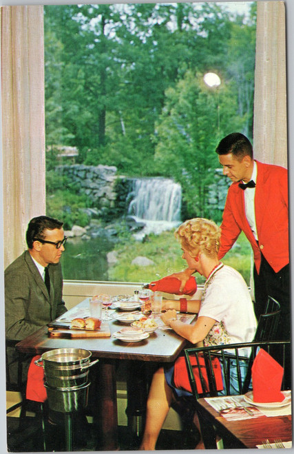 The Wayfarer, dining couple, New Hampshire