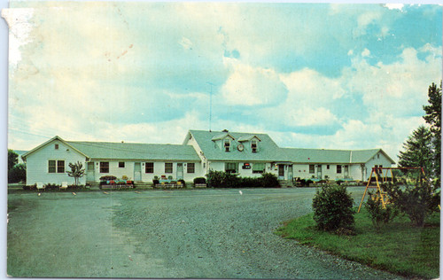 Colonial Motel in Utica