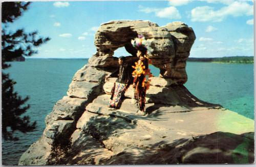 Wisconsin Dells - Indian boys/men at Demon's Anvil