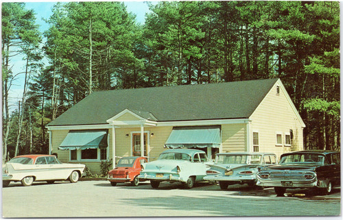 Pineland Restaurant with 50s cars