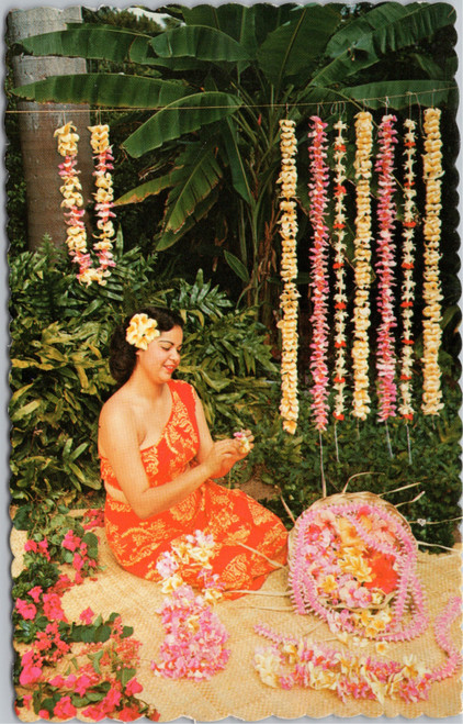 hawaii woman making leis