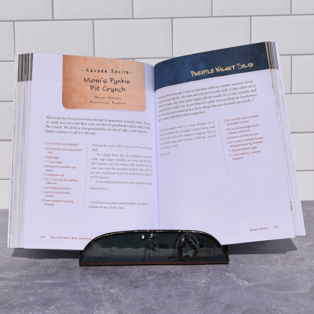 Earthborn Cookbook/I-Pad Stand