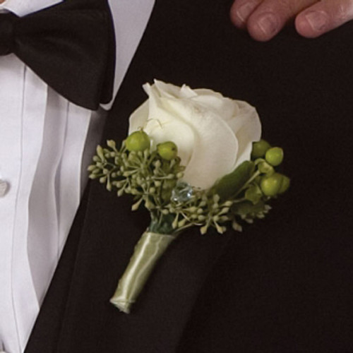 UNFORGETTABLE ROSE BOUTONNIERE