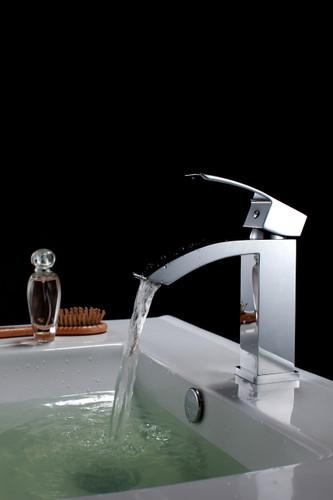 Nimo Fall Single Handle Lav Faucet