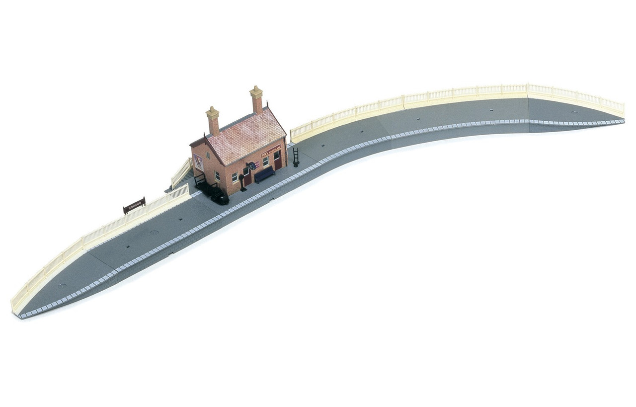 Hornby R8000 Country Station  Model Railway Accessories