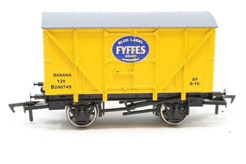 Dapol 4F-016-100 Fyffes Banana Van OO Gauge Model
