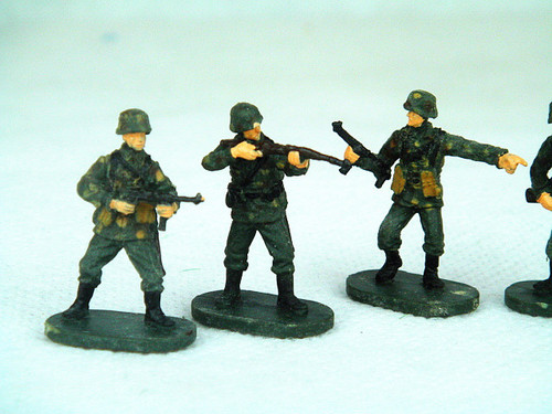Caesar Miniatures 7712 WWII German Paratrooper Fal