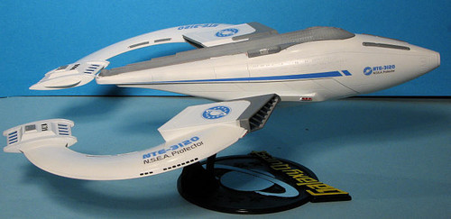 Pegasus Hobbies 9004 Galaxy Quest NTE-3120 N.S.E.A. Protector (comes with removable command ship)