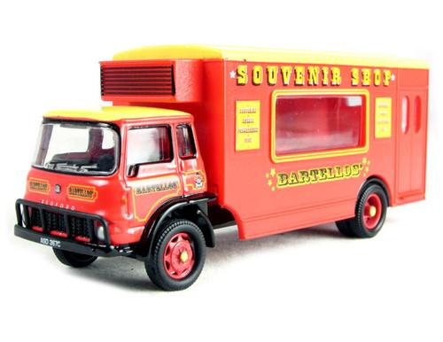 Hornby R7047 Bartellow's Big Top Circus vehicles Bedford TK LWB Rigid Circus Mobile shop