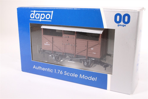 Dapol OO Gauge B501A Cattle Wagon BR authentic 1:76 scale model