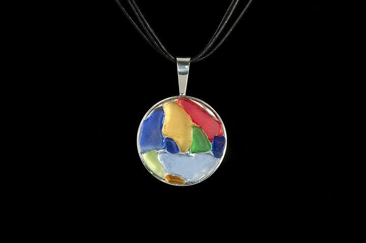 multi-colored-pendant-on-leather-38933-93182.1503086918.jpg
