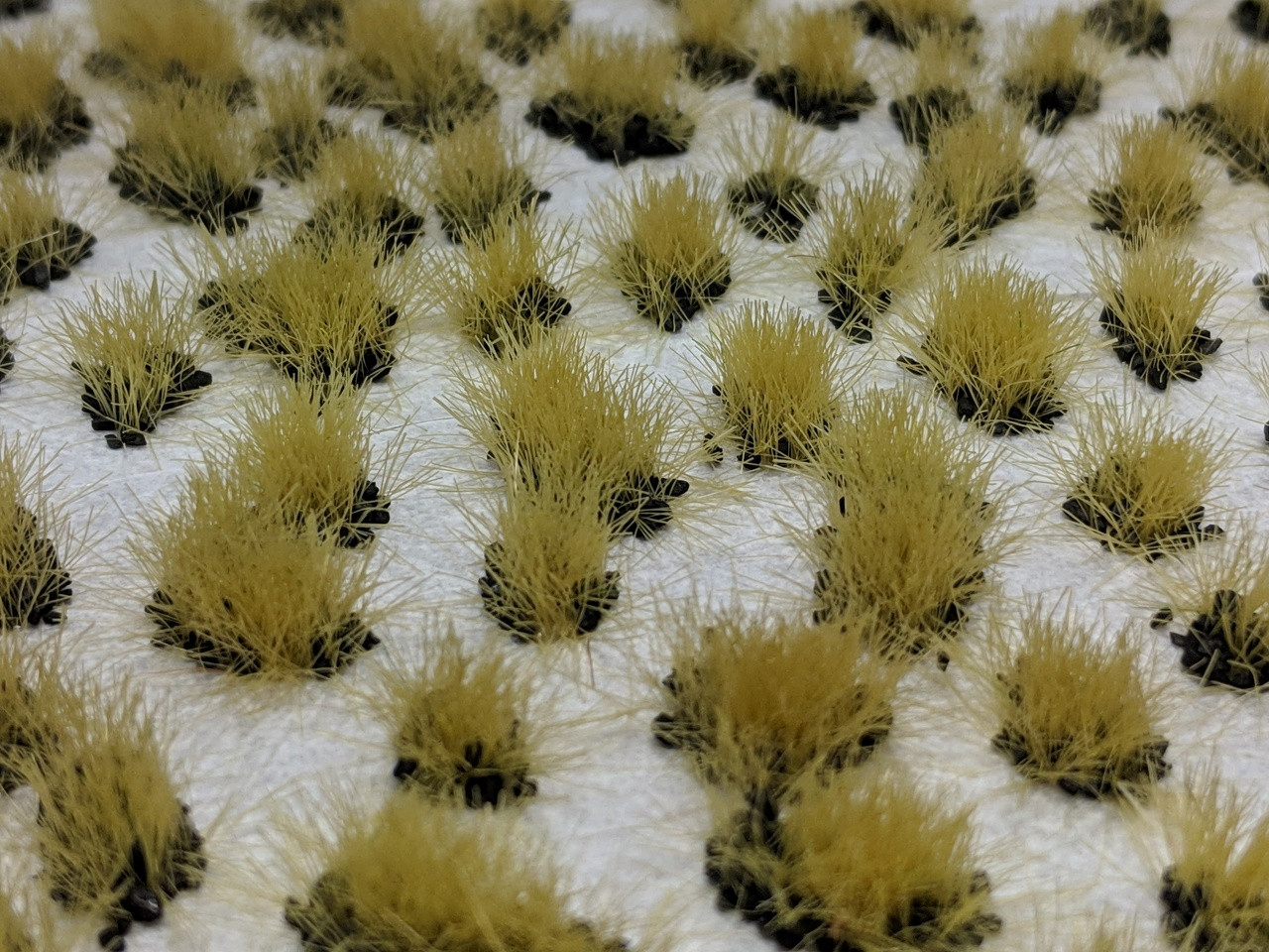 Self-Adhesive Tufts - 6mm Lava Tufts - Natural Layout