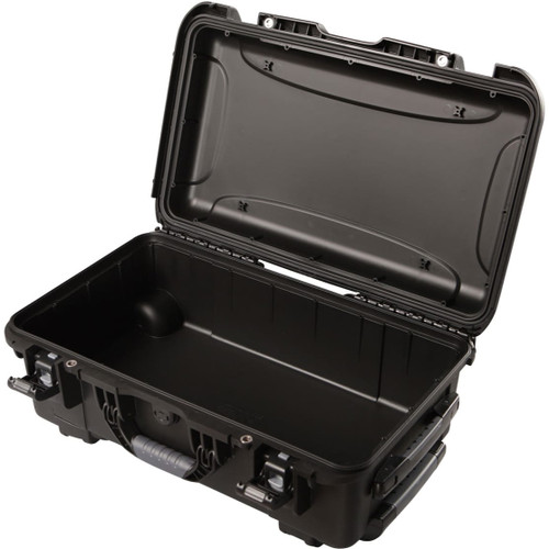 "Gator cases GU-2011-07-WPNF Black waterproof injection molded case pullout handle and inline wheels. Interior dimensions of 20.5"" x 11.3"" x 7.5"". NO FOAM, main"