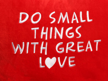 Do Small Things with Great Love Heart Design (Close Up)