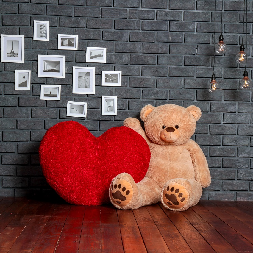 giant-6-foot-teddy-bear-with-4-foot-heart-for-the-ultimate-valentin-s-day-package-gift.jpg