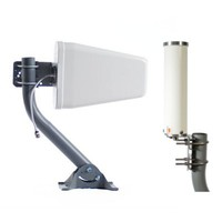 Directional and omnidirectional cell phone signal booster antennas