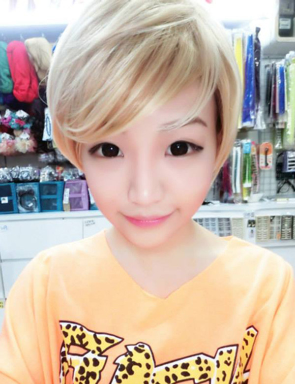 Celeste wearing blonde short wig.