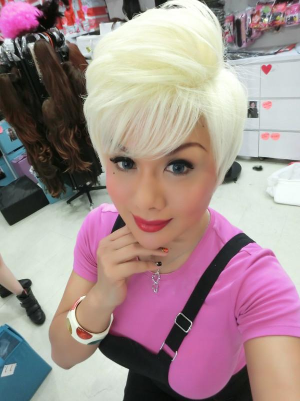 short blonde wig gold black