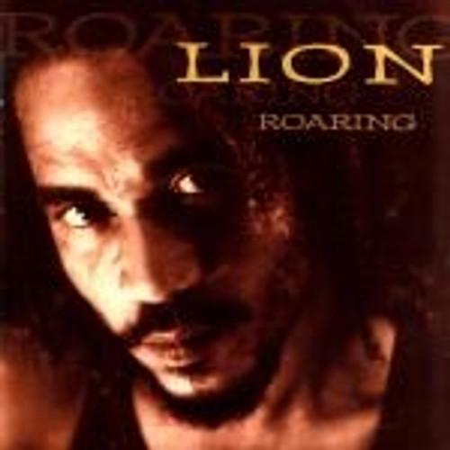 Roaring  /  Lion