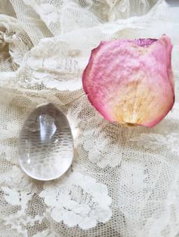 Clear Quartz Yoni Egg (medium)