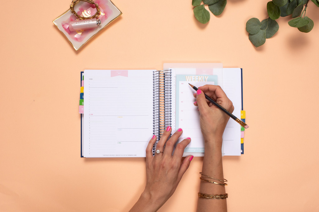 Weekly Pad for planning your week the perfect pairing to your KIT Luxe Daily Planner