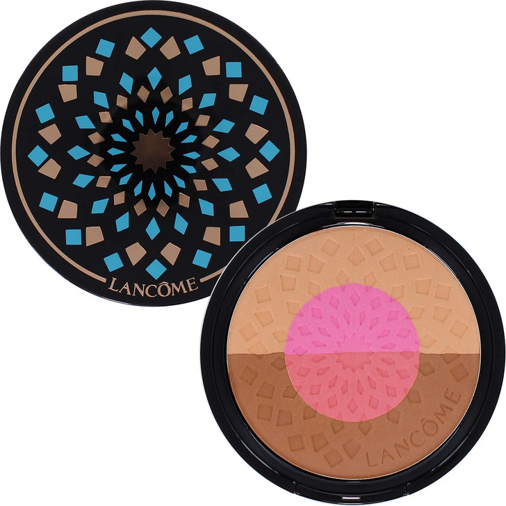 Beautiful mosaic compact combines the perfect harmony of blush and bronzer for the ultimate sunkissed skin.