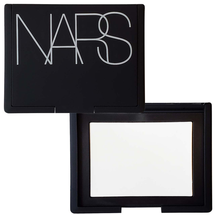 Light Reflecting Pressed Setting Powder locks your makeup in place with a weightless finish that is undetectable on skin. This luxurious formula applies evenly, blends effortlessly, and enhances the look of your makeup.
