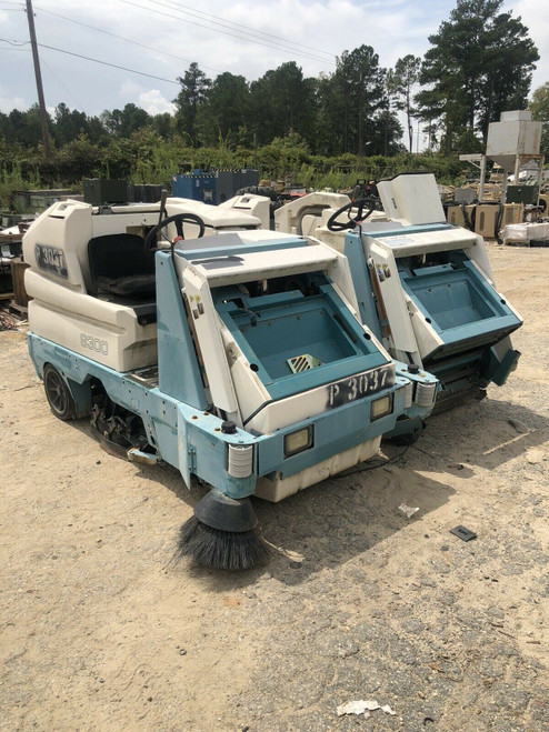 Tennant 8300 Battery Powered Sweeper Scrubber (P3037/P3038) FOR PARTS