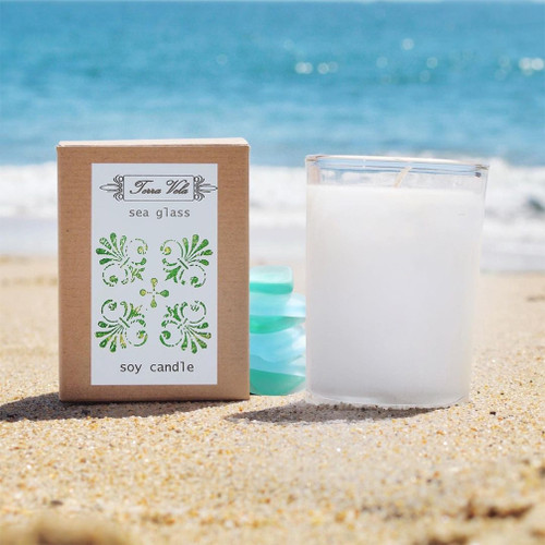 An effervescent combination of lush sea grass and clean ozonic notes, mingled with elegant white florals.