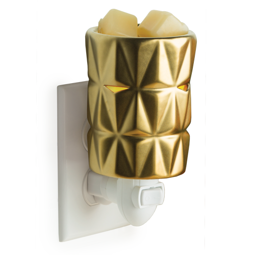 A metallic gold finish and repeating geometric pattern give the Gold Facets Pluggable a sophisticated look. Simply add wax melts to the dish, turn it on, and enjoy your favorite fragrance as it spreads through the room.