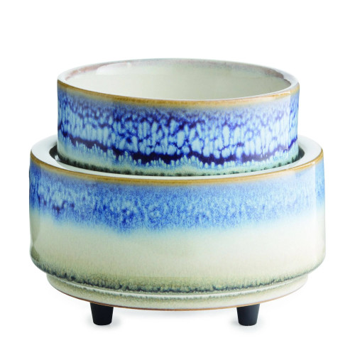 The Horizon 2-in-1 is reminiscent of a seaside view as its reactive glaze fades from blue to white. Simply add wax melts to the dish, or remove the dish and place the candle jar directly on the warming plate. Turn it on, and enjoy your favorite fragrance as it spreads through the room.
