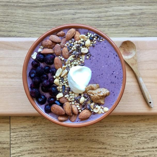 Blueberry & Almond Dreamin' Smoothie Bowl