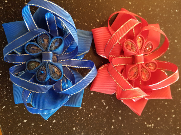 Red or royal bow