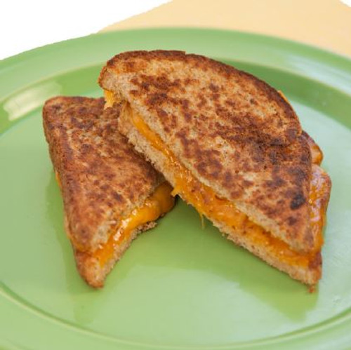 Grilled Cheese Sandwich with Tomato Visual Recipe: Cooking