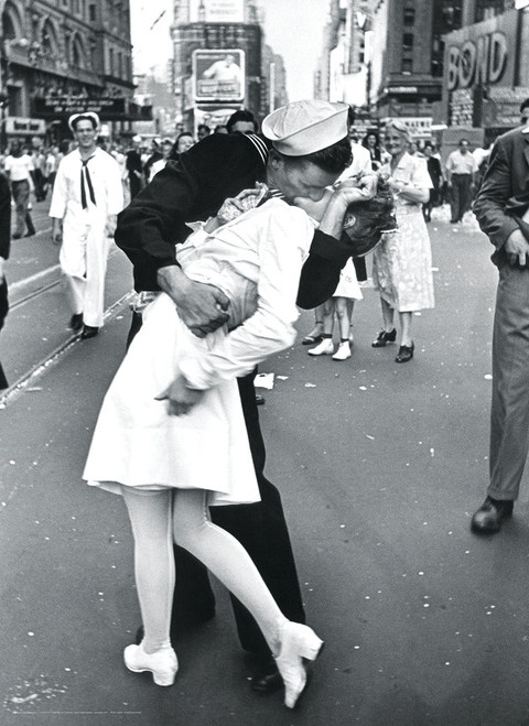 Celebrities: Times Square V-J Day Kiss - 1000pc Jigsaw Puzzle by Eurographics