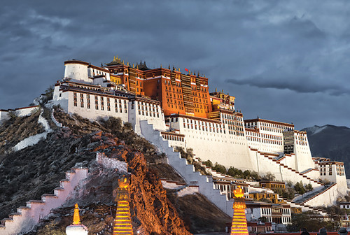 The Potala Palace - 1000pc Jigsaw Puzzle by Tomax