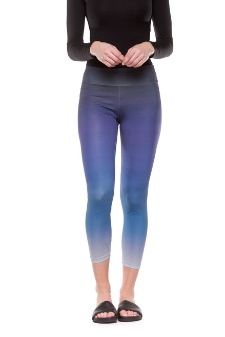 Style DLPR-1   Our cropped printed leggings have an elastic waistband and a lightweight feel. Perfect for wearing under casual dresses and tunics, or for lounging in at home. Machine washable and wrinkle-free. Hang dry for best results. AtoZ, A to Z, basic, yoga