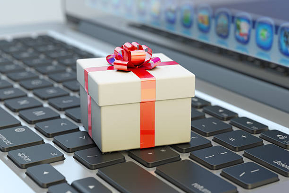 Top Personalized Christmas Gifts for Employees 2020