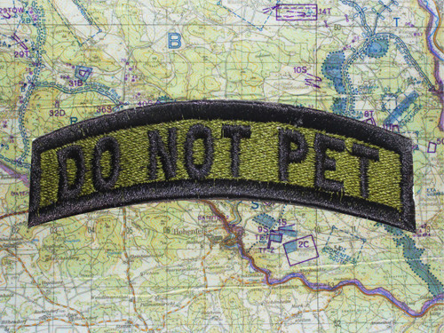 DO NOT PET TAB GREEN