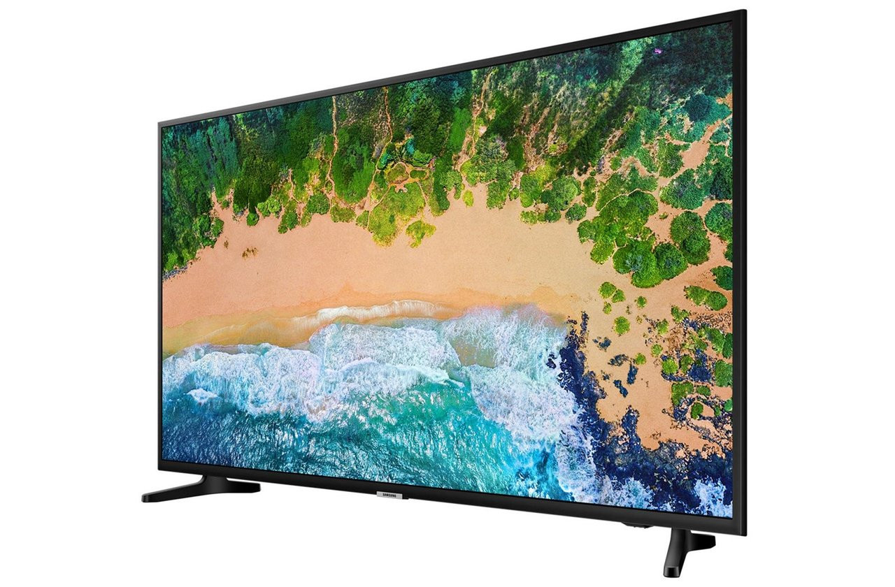 """See the picture as the creator intended, with the Ultra HD certified Samsung 50NU7020. Ultra HD certified Experience Ultra HD certified on this Samsung 50 inch TV, for true colour and clarity. Samsung NU7020 50"""" 4K Ultra HD Flat LED Smart TV - Glossy Black 