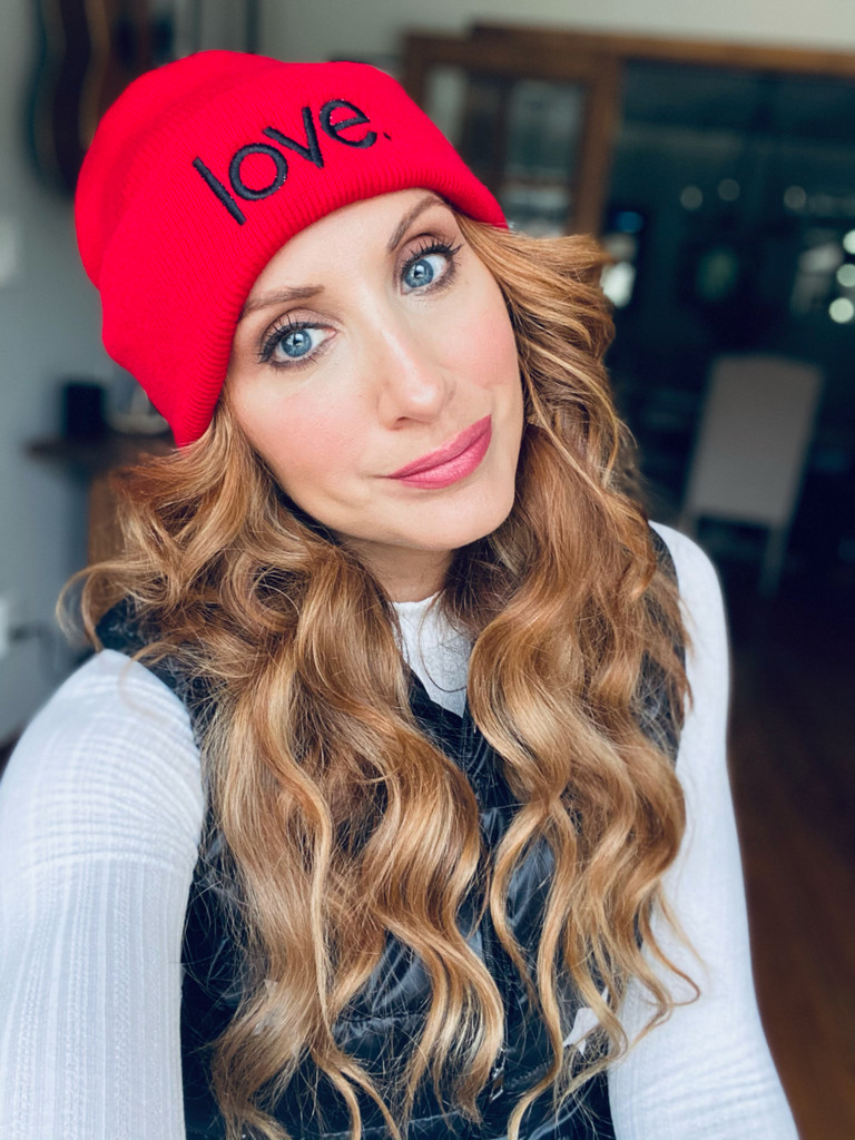 LOVE. EMBROIDERED CUFFED KNIT BEANIE  (RED)