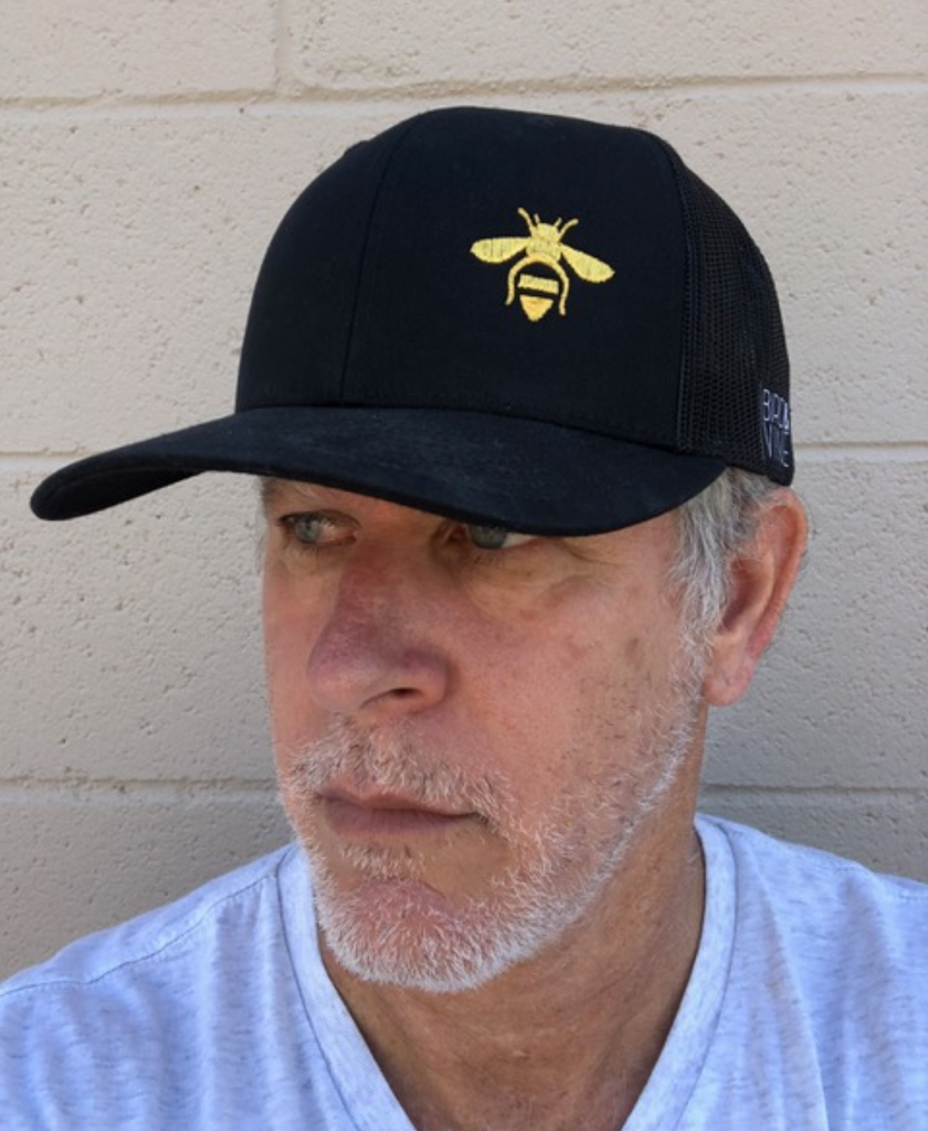 BEE EMBROIDERED TRUCKER HAT (Black)
