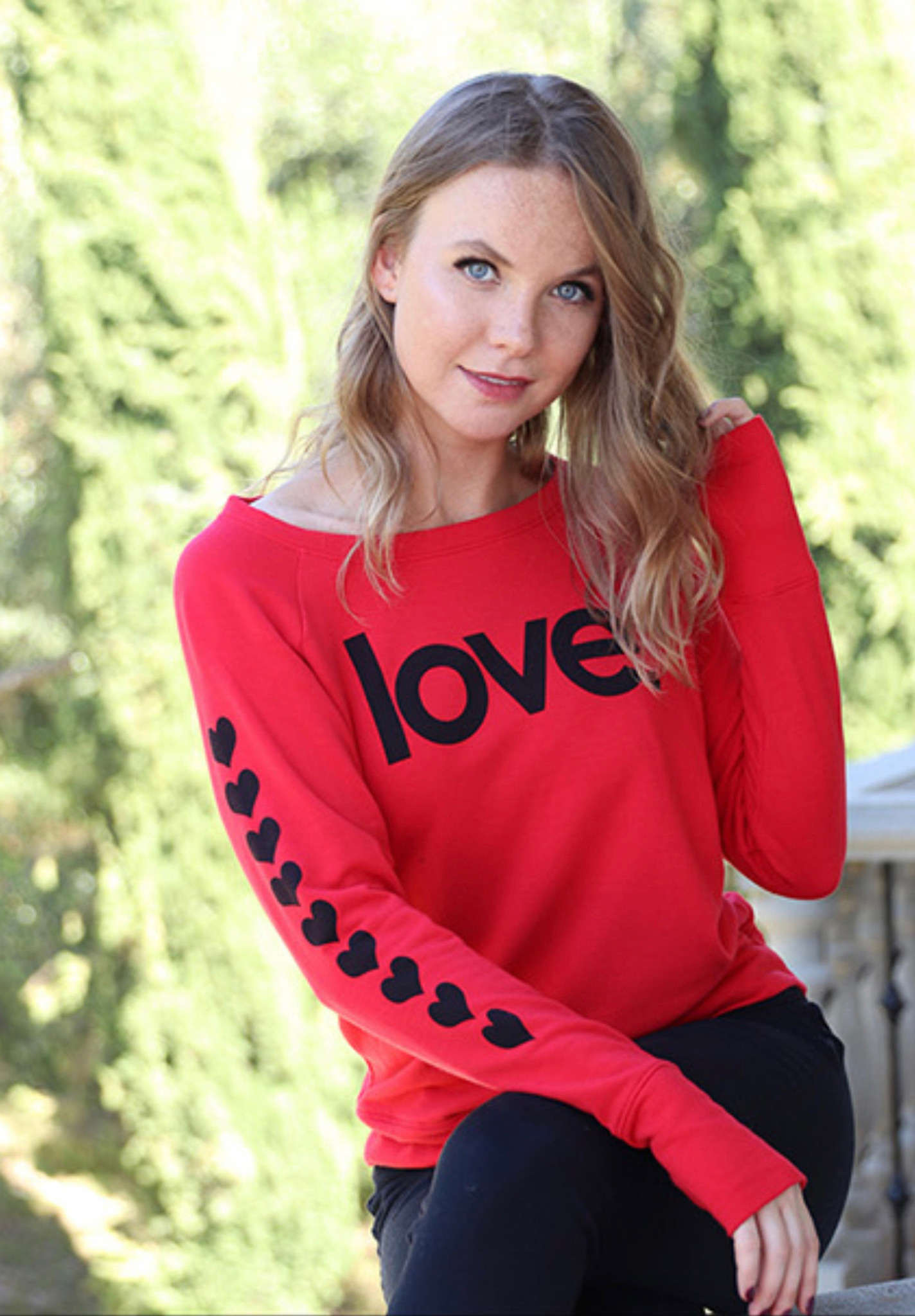 LOVE. LIGHTWEIGHT FLEECE BLACK SWEATSHIRT (Red)