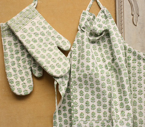 BLOCK PRINT OVEN MITTS AND MATCHING APRON SET - GREEN AND WHITE